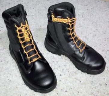 Как прекрасно завязать шнурки на ботинках